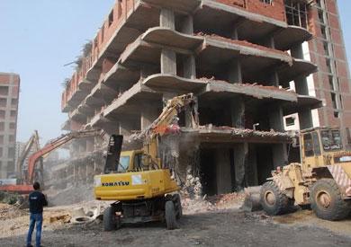 تنفيذ 7 قرارات إزالة لعقارات مخالفة بحى العامرية فى الإسكندرية