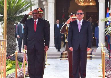 الرئيس السيسي يستقبل نظيره السوداني عمر البشير