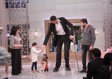 أطول رجل في العالم خلال لقائه ببرنامج «معكم»