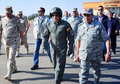الرئيس السيسي أثناء تفقده إحدى القواعد الجوية