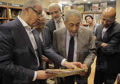 عمرو موسى في افتتاح مكتبة الشروق بالمهندسين - تصوير: أحمد عبد الجواد