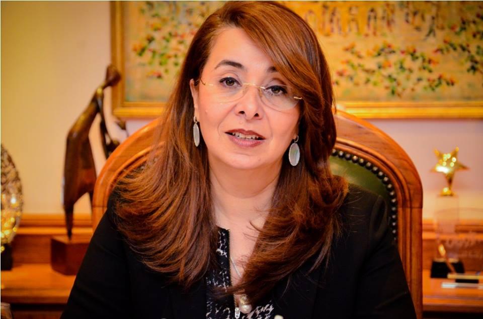 وزيرة التضامن تتصل بصاحبة «عربة برجر مصر الجديدة» وتعدها بحل مشكلتها