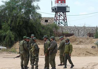 عناصر من أمن حماس على حدود غزة مع مصر