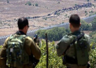 عشرات السوريين على الحدود مع إسرائيل