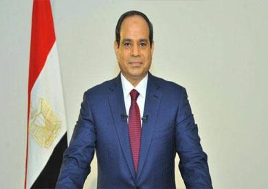 السيسي يحيي زوجة اللواء مصطفى رفعت قائد قوات الشرطة بموقعة الإسماعيلية