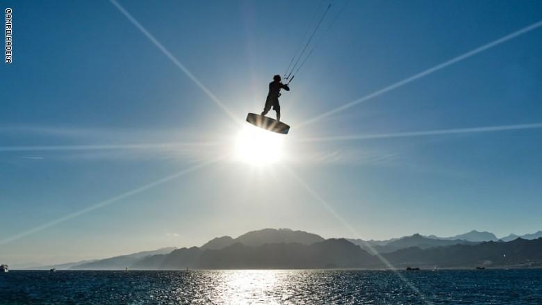 من رياضة ركوب الأمواج الشراعي إلى الغوص الحر، توفر دهب عدداً هائلاً من الأنشطة المفمعة بالإثارة والتشويق