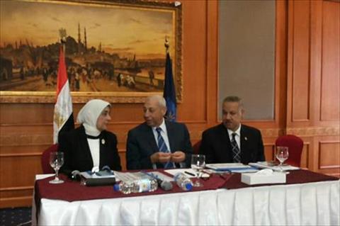 اجتماع المجلس الإقليمي للسكان بأسوان برئاسة المحافظ ونائب وزير الصحة