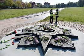 روسيا: توجه مذكرة إلى كييف بسبب نسف نصب تذكاري بغرب أوكرانيا