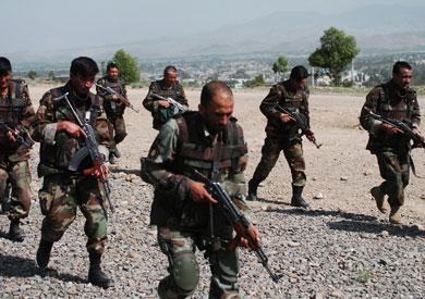 مقتل 10 مسلحين وجنديين في عمليات أمنية بأفغانستان
