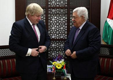 الرئيس الفلسطيني محمود عباس ووزير الخارجية البريطاني بوريس جونسون