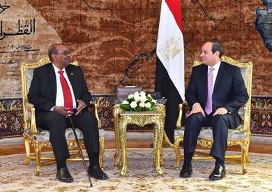 الرئيس السيسي ونظيره السوداني عمر البشير
