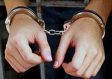 ضبط شبكة لممارسة الدعارة تقودها «كوافيرة» وموظفة بالمنيا