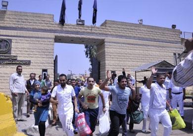 لحظة خروج سجناء مُفرج عنهم بعفو رئاسي - أرشيفية