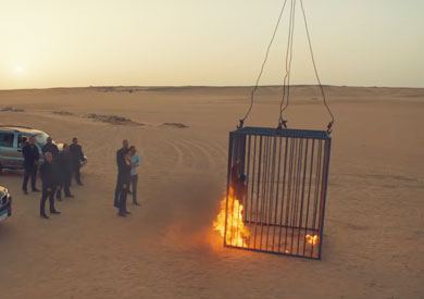 لقطة من مشهد الحرق في مسلسل «ضد مجهول»