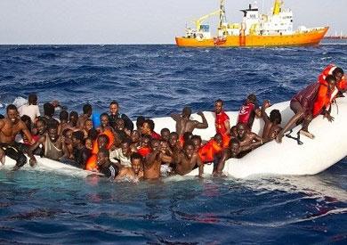في 3 عمليات.. إنقاذ 290 مهاجرًا غير شرعيًا غرب ليبيا