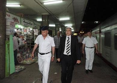 مساعد وزير الداخلية يتفقد الخدمات الأمنية بمحطات المترو والسكة الحديد