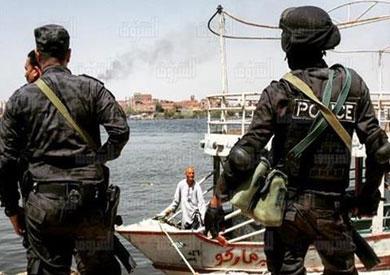 قوات الأمن خلال تنفيذ حملة إزالة مباني مخالفة بجزيرة الوراق - تصوير: إبراهيم عزت<br/>