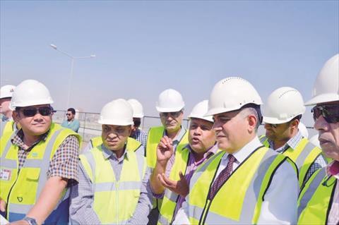 وزير الرى يتفقد مشروع القناطر بأسيوط.. والمحافظ غاضب لعدم دعوته