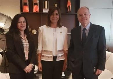 وزيرة الهجرة تلتقي السفير اليوناني في لندن لبدء الإعداد لمؤتمر إحياء الجذور الثالث