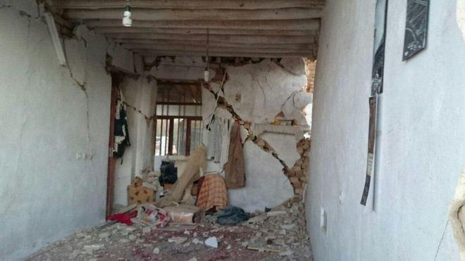 دمر الزلزال مباني عدة، وخلف مئات القتلى وآلاف المصابين<br/>