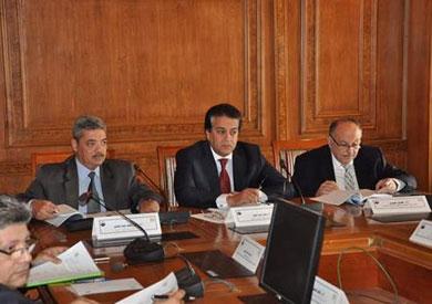 وزير التعليم العالي: الدولة حريصة على إزالة معوقات البحث العلمي