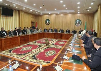 وزير القوى العاملة يلتقي القيادات النقابية لعمال المنوفية -          بوابة الشروق