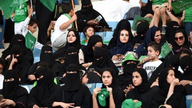 شاركت المرأة السعودية في احتفالات اليوم الوطني للمرة الأولى في تاريخ البلاد في 2017