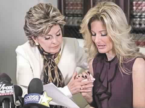 زيرفوس ومحاميتها خلال مؤتمر صحفي وجهت فيه اتهامات التحرش إلي ترامب