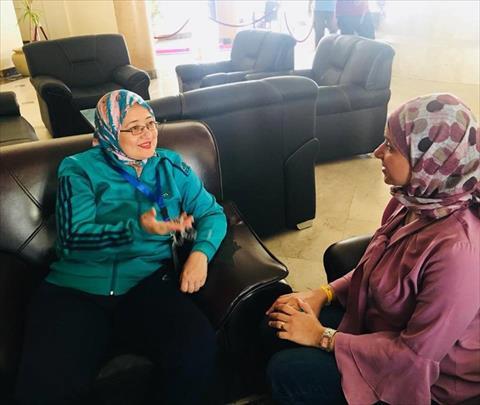 الدكتورة هالة عبدالسلام أثناء حديثها مع محررة الشروق