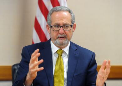 السفير الأمريكي بالكويت: «دور مصر في الشرق الأوسط محوري والتعاون معها مستمر»