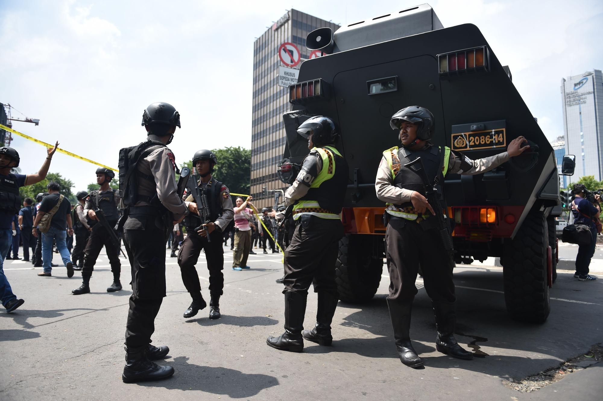 إصابة 4 بينهم قس ألماني في هجوم مسلح بـ«السيف» في كنيسة إندونيسية