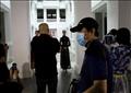 مصور يضع كمامة في بكين. تصوير: تينجشو وانغ - رويترز