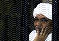 الرئيس السوداني السابق عمر البشير خلال احدى جلسات محاكمته في الخرطوم يوم 28 سبتمبر 2019. تصوير: محمد نور الدين عبد الله - رويترز.