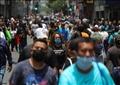 أشخاص يضعون كمامات للوقاية من فيروس كورونا في مكسيكو سيتي في صورة بتاريخ السادس من يوليو 2020. تصوير: هنري روميرو - رويترز.