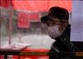 رجل يرتدي كمامة في شنغهاي بالصين. تصوير: آلي سونغ - رويترز.