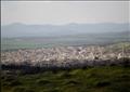 منظر عام لبلدة خان شيخون في ريف إدلب بصورة من أرشيف رويترز.