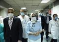 وزيرة الصحة خلال زيارة مستشفى سوهاج التعليمي