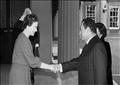 الرئيس المصري السابق حسني مبارك والملكة إليزابيث