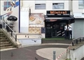 الزبون الغاضب فر هاربا بعد إطلاق النار على النادل في مطعم ميسترال بالقرب من باريس