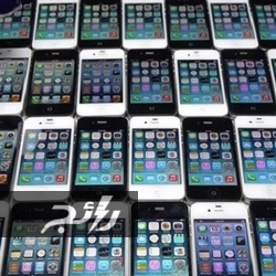 فيديو لشاب يحطم 30 هاتف أيفون بالمطرقة