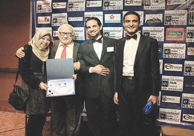 فريق عمل فيلم المملكة الفائز بجائزة أفضل فيلم وثائقي في مهرجان هوليود الدولي التاسع لأفلام الطلبة
