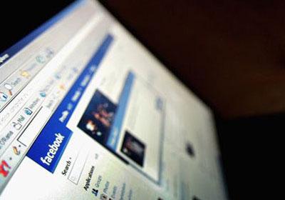 احدى مواقع التواصل الاجتماعي فيس بوك