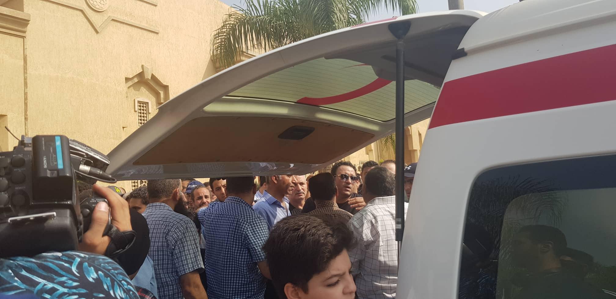 تشييع جثمان والد الفنان أكرم حسني