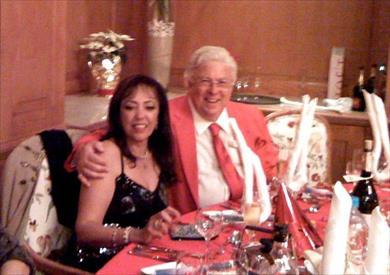 الفنان الراحل حسن كامي وزوجته