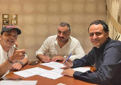 قناة المحور توقع عقدا مع محمد هنيدى