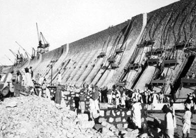 صورة أرشيفية لبناء السد العالي