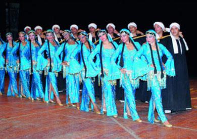 فرقة رضا تستعيد ذكريات الغرام فى الكرنك.. وجمهور الأقصر يتجمع حولها بالآلاف
