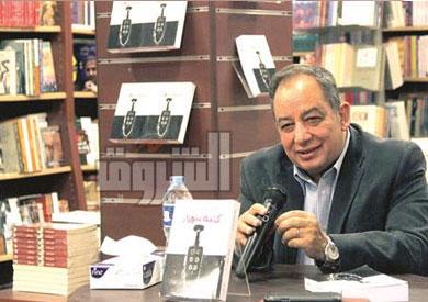 محمد المنسى قنديل فى مكتبة الشروق تصوير ابراهيم عزت