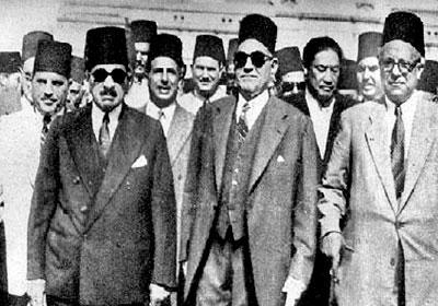 مصطفي النحاس رئيس الوزراء يتقدم مظاهرة 14 نوفمبر الكبرى عام 1951 ومعه ماهر باشا ومكرم عبيد