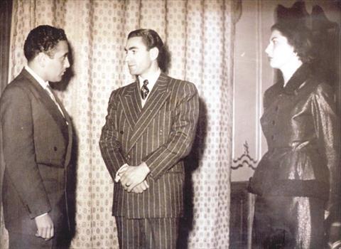 هيكل مع شاه إيران الرجل الذي نصح السادات بمبارك نائبًا